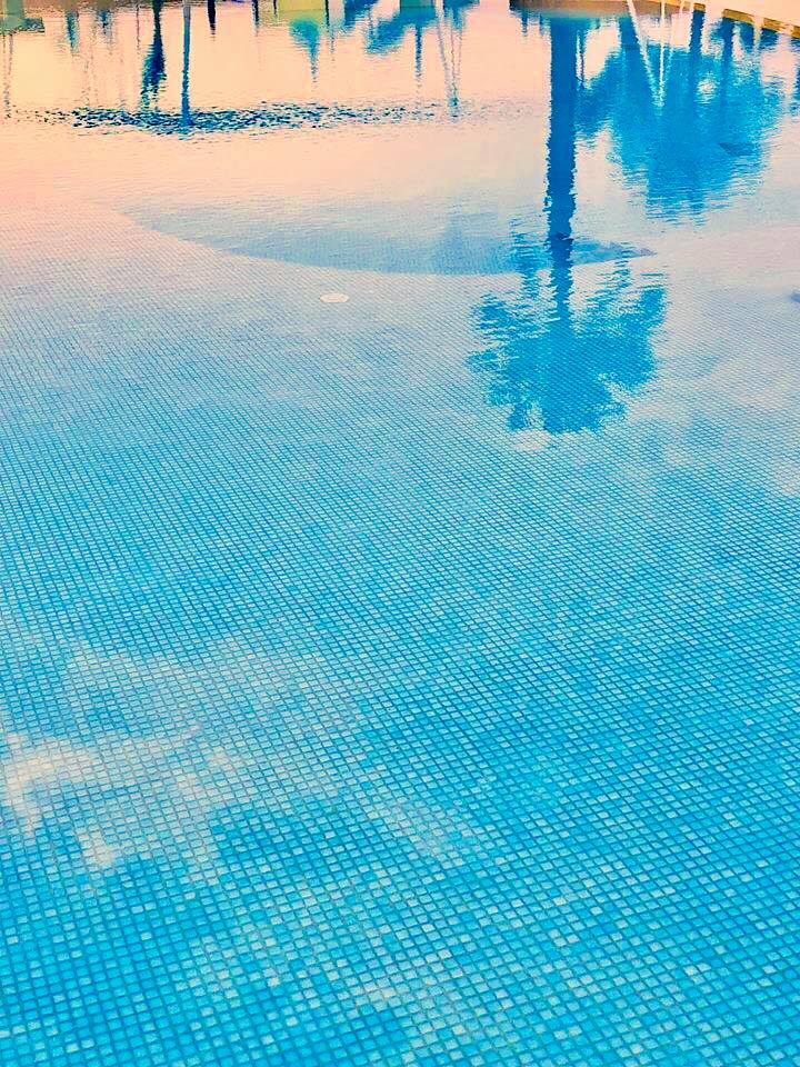 Reflexion in the Pool