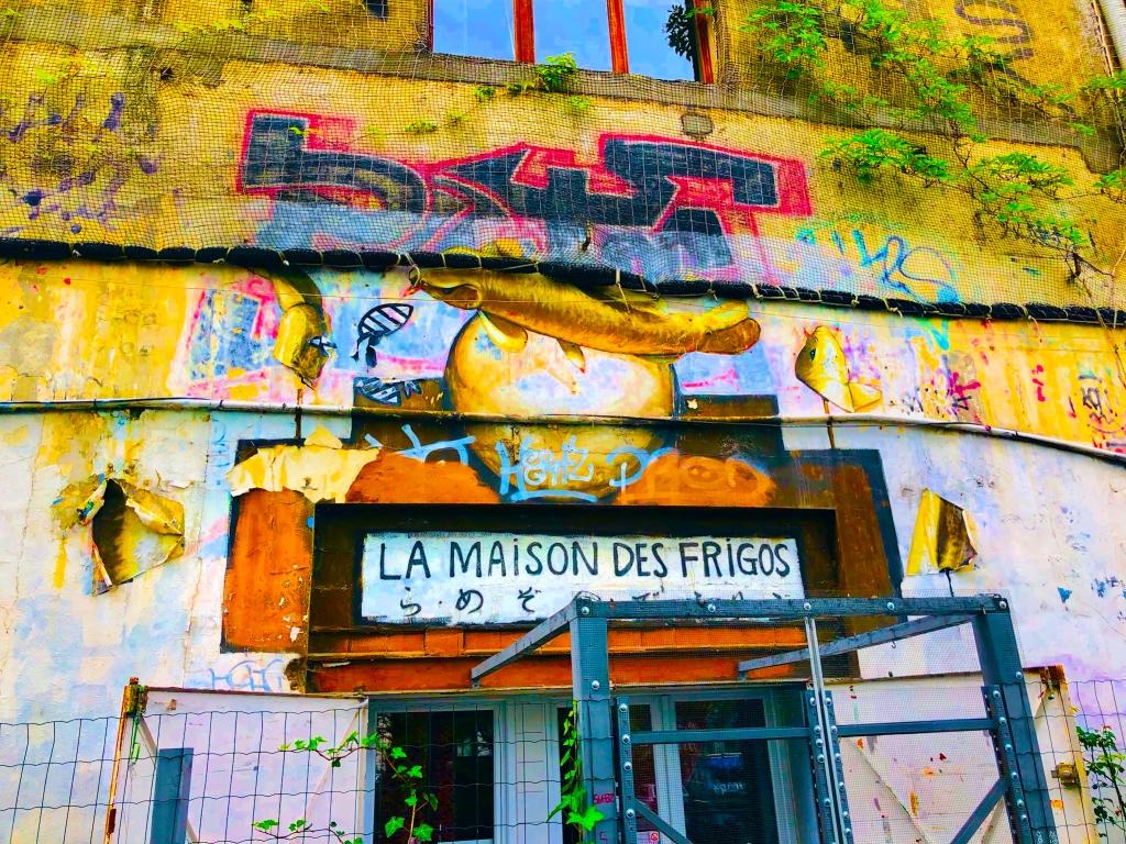 La Maison Des Frigos Entrance