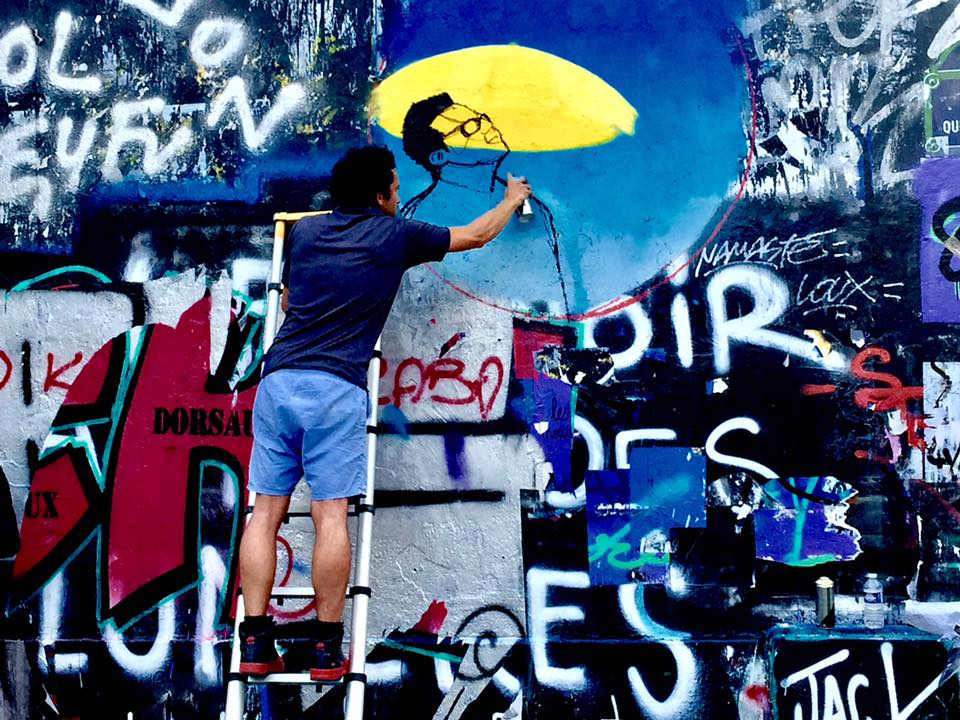 Stree Artist as work Spray Painting