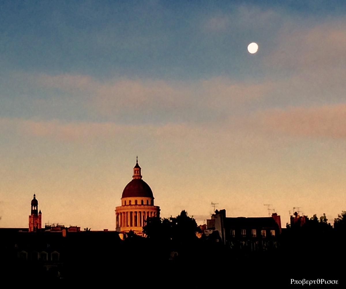Super-Moon above Paris